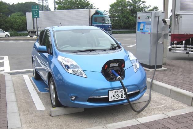 高速道路のSAに設置されている充電スタンド【日産自動車 ゼロエミッション事業本部 シニアエンジニア 柳下謙一 インタビュー】