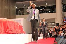 日産グローバルギャラリーに、世界最速の男 ウサイン・ボルト選手襲来!!