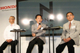 左から開発責任者 浅木泰昭氏、常務執行役員 日本営業本部長 峯川尚氏、