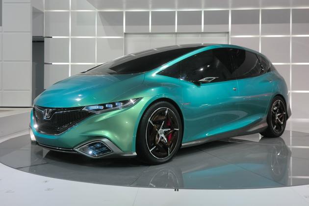 次期ストリームを想わせる、中国市場をメインターゲットにおいた新型グローバルコンセプトカー「Honda Concept S」[北京モーターショー2012/Photo:Kenji Momota]