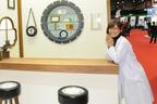 【綺麗な女医さんは好きですか?】安枝瞳の東京モーターショー診察中!【ブリヂストン編】
