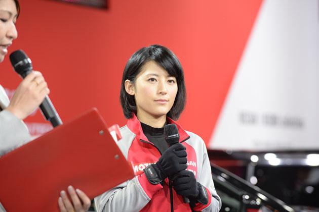 モノマネタレント 福田彩乃が『にっちゃんレーシング』専属レーシングドライバーで参戦!【東京オートサロン2015】
