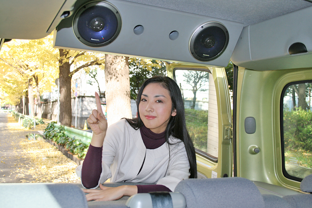 白壁慶子さんと愛車のルノー カングー