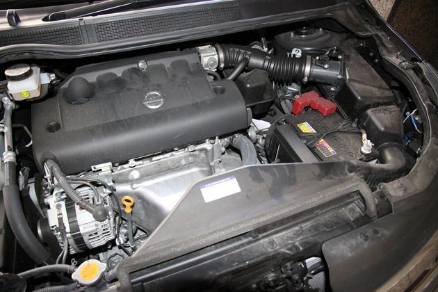 年数の経過したエンジン内部