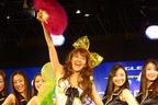 東京オートサロン2012 バブルを再現したグッドイヤーブースに岡本夏生が登場!